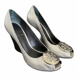 Tory Burch 6 Silver Wedges Pebbled Leather